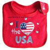 カスタマイズされたデザイン綿のテリーの赤い刺繍されたアップリケの赤ん坊のバンダナのよだれの胸当て