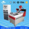 Corte del grabado de la carpintería del CNC que talla la máquina