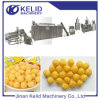Esfera soprada do queijo do milho que faz a máquina