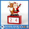 Calendario de madera del advenimiento con Santa y diseño de los ciervos para la decoración de la Navidad