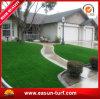 Hierba de alfombra artificial natural de la decoración del jardín que ajardina