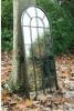 Античное белое зеркало окна сада