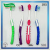 Nylonborste-Zahnbürste der Kinder mit Colorized Griff