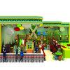 El juego de niños de la azotea del árbol forestal fija el patio al aire libre