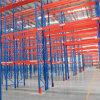Racking rivestito del magazzino della polvere con i blocchi per grafici blu ed i fasci arancioni