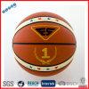 Basket-ball stratifié dans la taille officielle