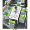 6脚の椅子が付いている椅子を食事する庭