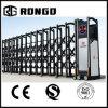 La barriera automatica dei cancelli allungabili dell'entrata della fabbrica Gates i disegni