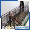 Pasamano hermoso decorativo de la escalera del metal
