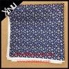 La seta di 100% ha stampato il fazzoletto su ordinazione di disegno del fiore degli uomini