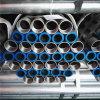 Tubo de hierro galvanizado con extremos roscados y tapas de plástico