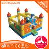 Riesiges aufblasbares Spielzeug, das aufblasbaren Prahler springt