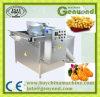 Pommes chips industrielles faisant frire la machine