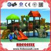 Entretenimiento para niños de área abierta con diapositivas