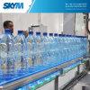 Máquina de rellenar plástica automática llena del agua de botella