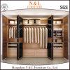 Шкаф самомоднейшего типа деревянный с открытями дверями зеркала