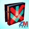 Cruz Roja y luz verde de la señal de tráfico del control del carril de la flecha