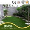 정원 인공적인 잔디밭을 정원사 노릇을 하는 가정 훈장 마루