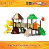 Qitele im Freienspielplatz-Gerät mit neuem Dach