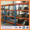 Entrepôt de stockage en métal utilisé montrant le moule plaçant le support