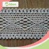 綿のかぎ針編みのレースのトリミングを作る服
