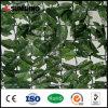 上の人工的な草のプラスチック庭の塀