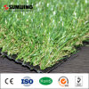 Ajardinar la hierba artificial natural del jardín