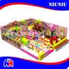 Campo de jogos interno do doce das crianças do tema dos doces
