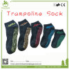 Calcetines antirresbaladizos neutrales del trampolín de la mejor venta con los modelos del apretón
