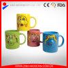 Tasse en céramique colorée de nez de face de sourire avec le traitement pour le cadeau