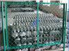 チェーン・リンクの網の倉庫の塀