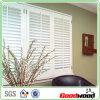 Obturateurs peints blancs de fenêtre de PVC avec la barre d'inclinaison