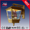 Antikes Gold Wall Light mit Mini House Inside Christmas Decortaion