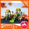 Brinquedo ao ar livre atrativo do campo de jogos para miúdos