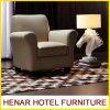 贅沢な型のカーキ色の革アクセントの椅子か居間のソファーの家具
