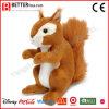 Écureuil réaliste de jouet d'animaux farcis pour enfant