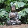 ガラス繊維の実物大の大きく旧式な庭の仏の彫像