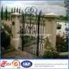 Puerta antigua del hierro labrado