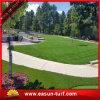 훈장 뗏장을 정원사 노릇을 하는 정원을%s 자연적인 보는 합성 잔디