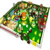 Equipamento interno do campo de jogos das crianças com casa do balão