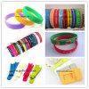 Wristband colorido do silicone que dá forma à máquina