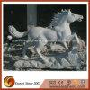 Sculpture animale en granit de cheval gris