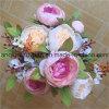 Las decoraciones de la boda con las flores del paño