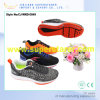 Подгоняйте ботинки спорта людей логоса вскользь, идущие ботинки
