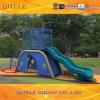 Kind-im Freienspielplatz-Gerät