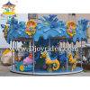 Les gosses de luxe d'attractions de parc d'attractions conduisent le carrousel d'intérieur