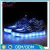 2016台の晋江の新しいデザインスニーカーLEDの人の製靴工場