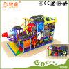 El patio de interior del espacio embroma los juguetes con Ce