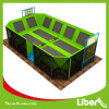 Trampolines interiores de Big Air con aros de baloncesto