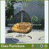 藤のハングの椅子の庭のハンモックの屋外の振動